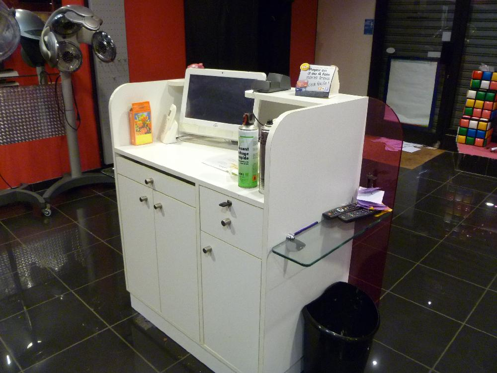 Vente aux ench res materiel de coiffure place des - Vente aux encheres materiel de garage ...