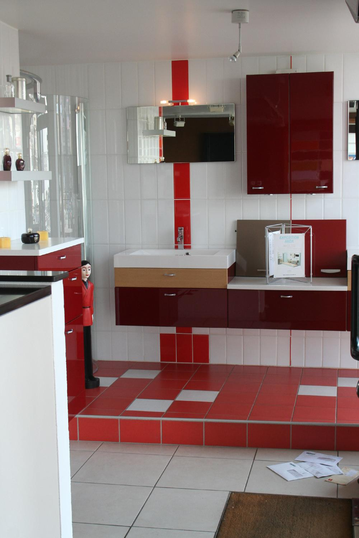 Vente aux ench res vente de 5 cuisines et 1 salle de for Voir cuisine amenagee