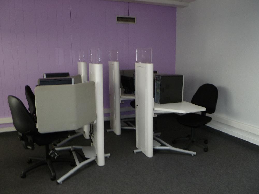 Vente aux ench res materiel de bureau et informatique en for Vente materiel bureau
